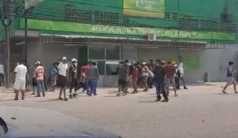 Tras días de protesta en calles, intentan saquear supermercado en Choloma
