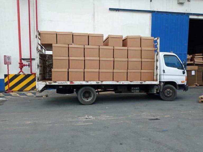 Ecuador: por alto número de muertos de COVID-19, reparten ataúdes de cartón