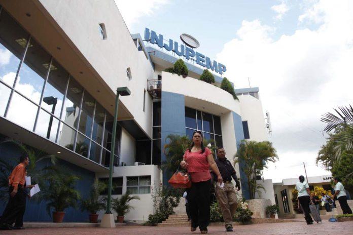 Empleados públicos piden moratoria de 120 días al Injupemp
