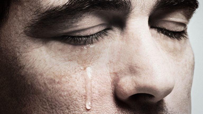 Según científicos, el coronavirus también está presente en las lágrimas
