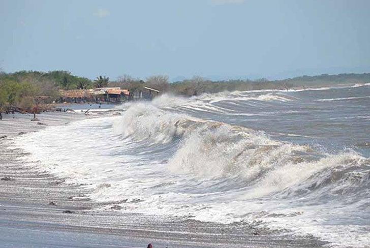 Cambio climático: «Mar de fondo» ocasiona fuerte oleaje en el Pacífico