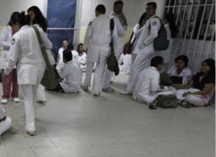 Alumnos de medicina de UNAH-VS están con las manos «atadas»