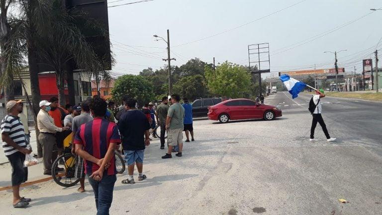 """""""No tenemos ni para un huevo"""": protesta en el sector López Arellano"""