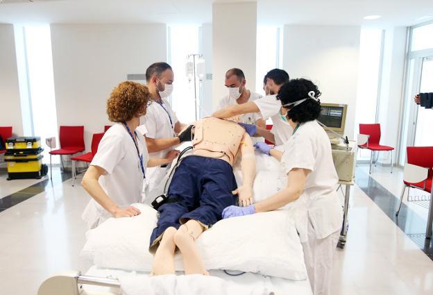¿Por qué colocar a pacientes de COVID-19 boca abajo está salvando vidas?