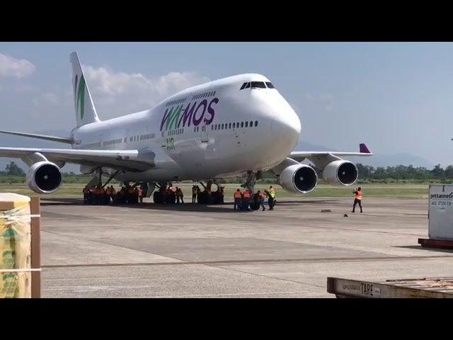 Honduras: 25 personas empujaron un Boeing 747 en el aeropuerto Villeda Morales