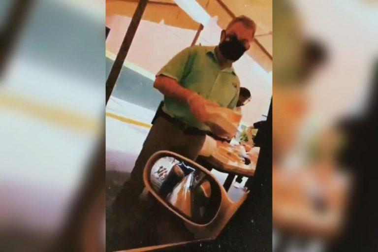 Roberto Contreras regala almuerzos a sampedranos que trabajan en medio de la pandemia
