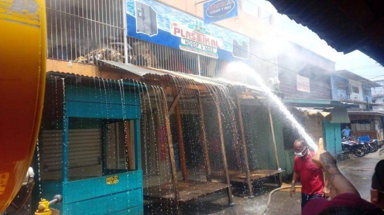 La Ceiba: apaciguado el incendio en bodega de plásticos del mercado San Isidro