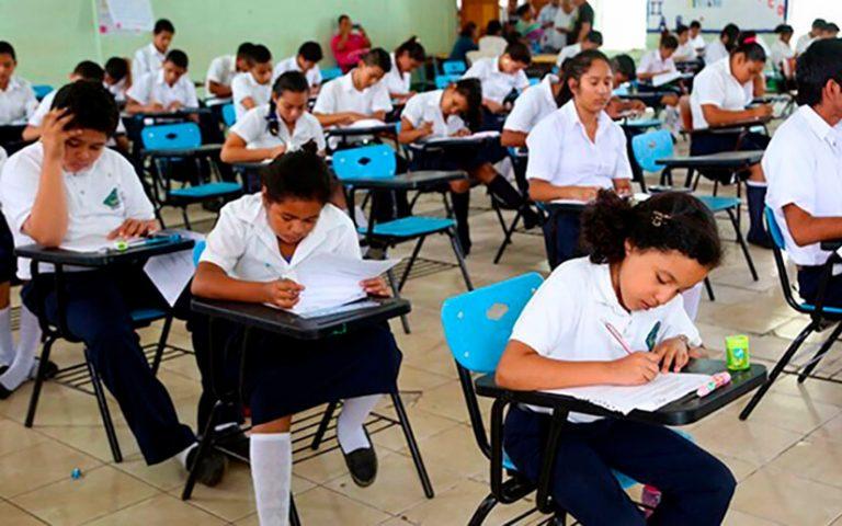 """Aunque reprueben, alumnos de centros educativos privados """"pasarán"""" el año"""