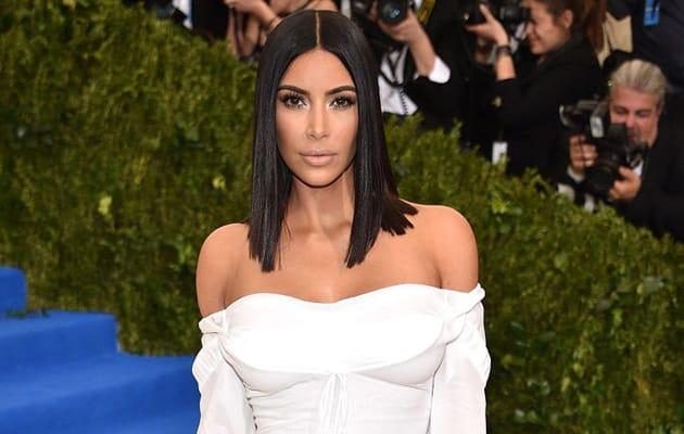 Kim Kardashian te lleva a comer con sus hermanas por una causa solidaria