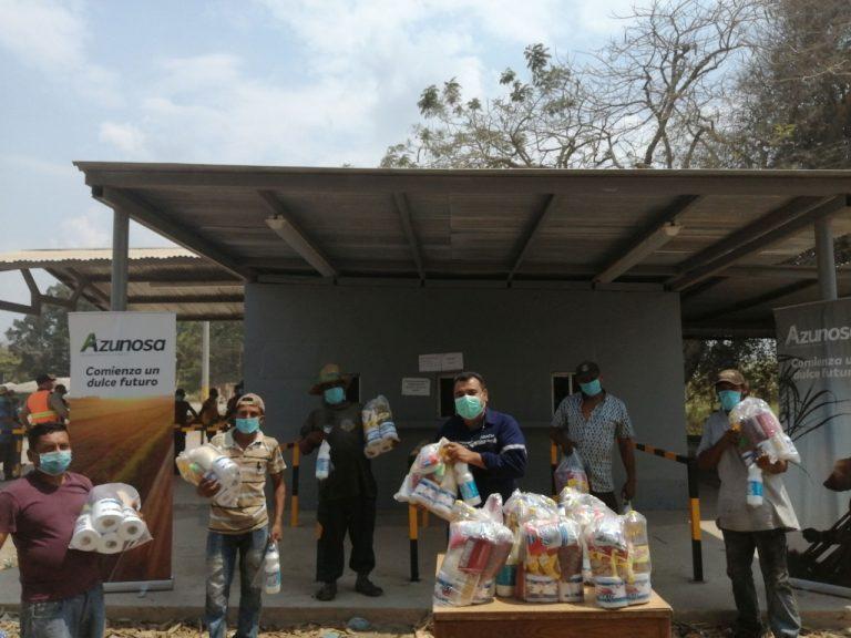 Azunosa entrega 2,100 bolsas de alimentos a corteros de caña y otros colaboradores