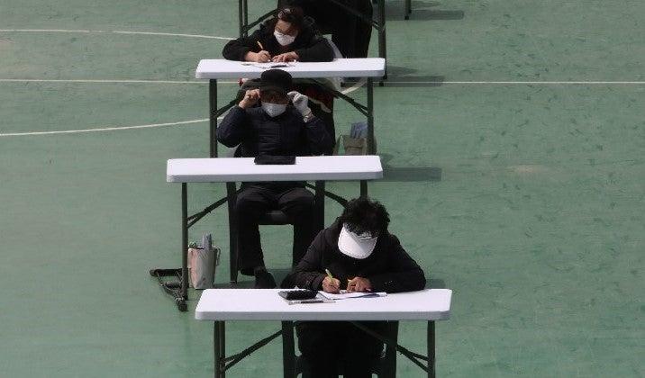 Con un manual de 7 principios reanudan clases en Corea del Sur