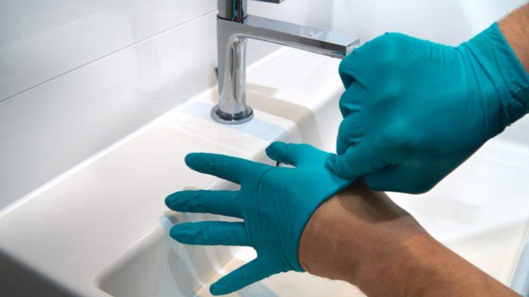 Aprenda a cuidar y usar correctamente sus guantes de látex