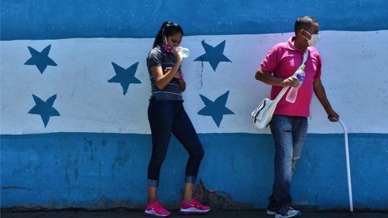 """En un sistema de salud débil, """"Catracho"""" salva a muchos hondureños ante covid-19"""