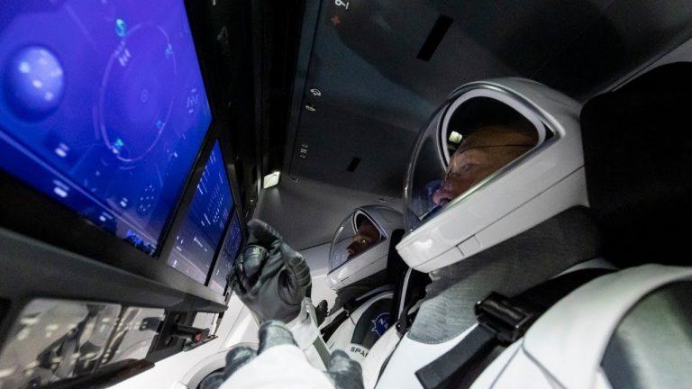 Tras 19 horas de vuelo, la Crew Dragon de SpaceX se acopla con éxito a la EEI