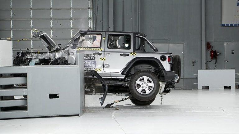 El Jeep Wrangler vuelca en su crash-test estadounidense
