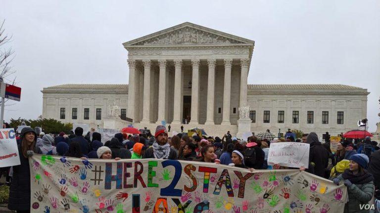 """EEUU: Corte Suprema mantiene programa DACA y protege a """"soñadores"""""""