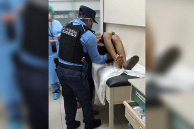 Cortés: mientras caminaba con su mamá, balas perdidas hieren a menor