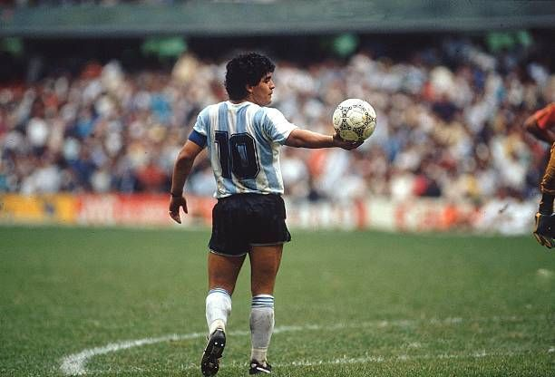 HOY EN LA HISTORIA: Maradona derrota al «gigante de Europa» en tierra azteca