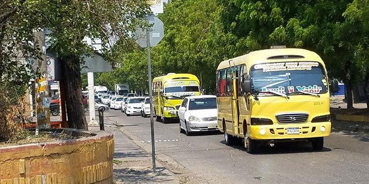 """Sector transporte: """"Ilógico"""" laborar cinco días y solo llevar 14 pasajeros"""