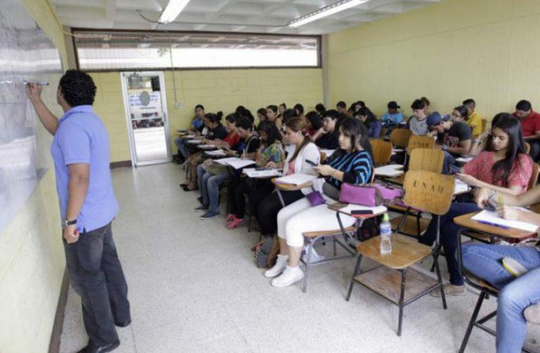 Más de mil docentes despedidos preparan demandas contra la UNAH