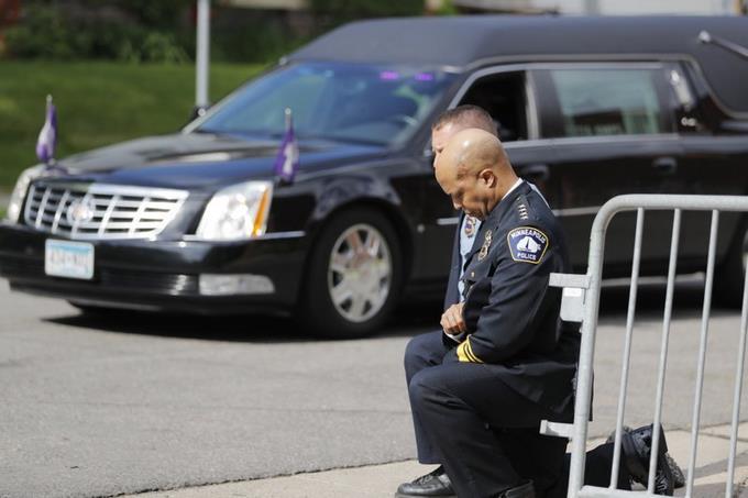 """""""Quítennos la rodilla del cuello"""", piden en funeral de George Floyd"""