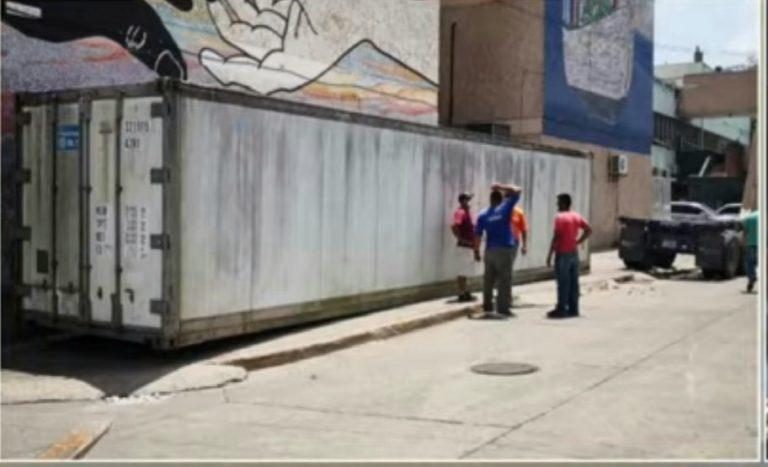Colapsa morgue del HE; ubican contenedor para ingresar cadáveres