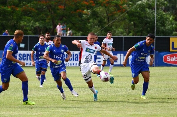 Costa Rica: Alajuelense y Alex López empatan 2-2 ante el Jicaral