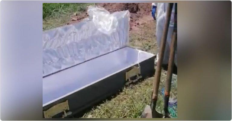 Familia casi entierra ataúd vacío que les dio la morgue del HE; ¿y el cadáver?