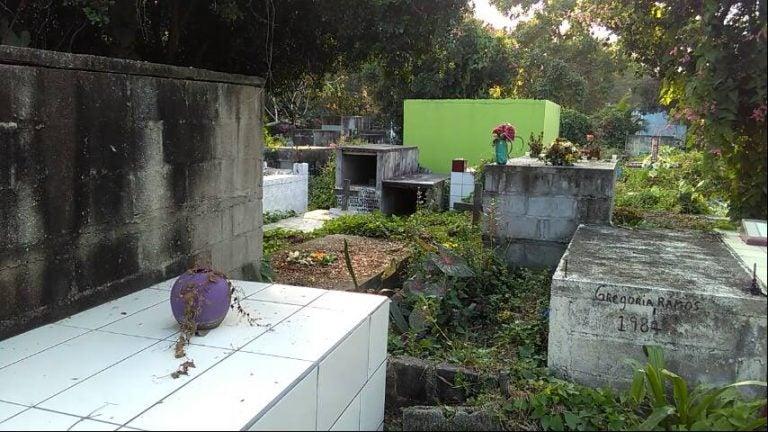 Cementerio General de Choloma está colapsado: ¿y los muertos?