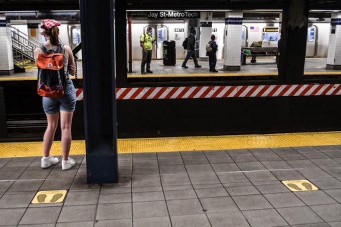 Nueva York despierta y va a paso lento tras 100 días de pandemia