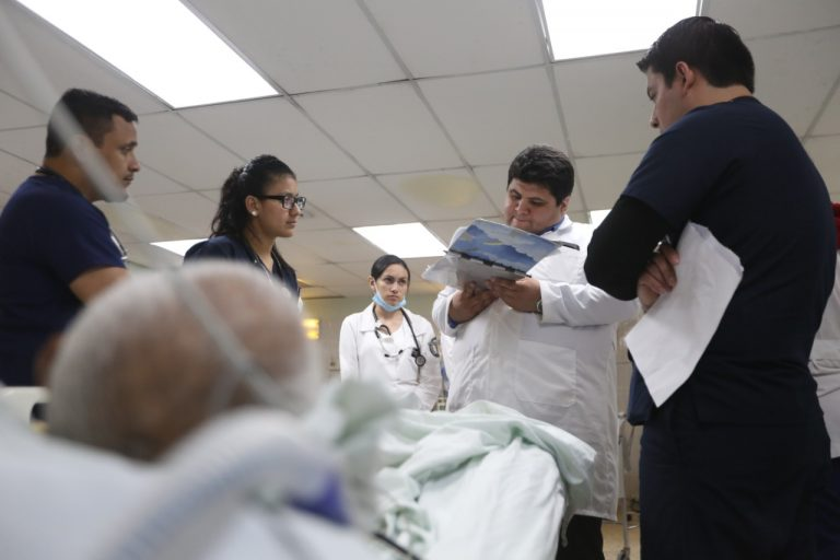 Hospital San Felipe da alta médica a 13 pacientes, ¡vencieron al COVID-19!