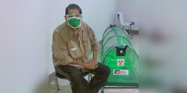 """Hondureño crea """"cápsula antiCOVID"""" para traslado seguro de pacientes"""
