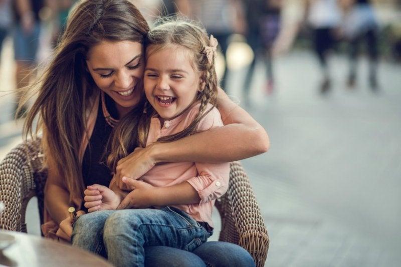 ¿Madre a los 25 años? Tus hijos serán más inteligentes, dice la ciencia