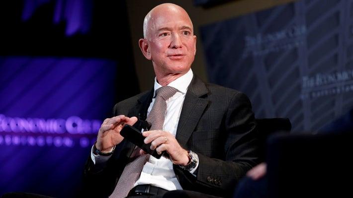 Fortuna de Jeff Bezos marca un nuevo récord, pese a divorcio y Covid-19