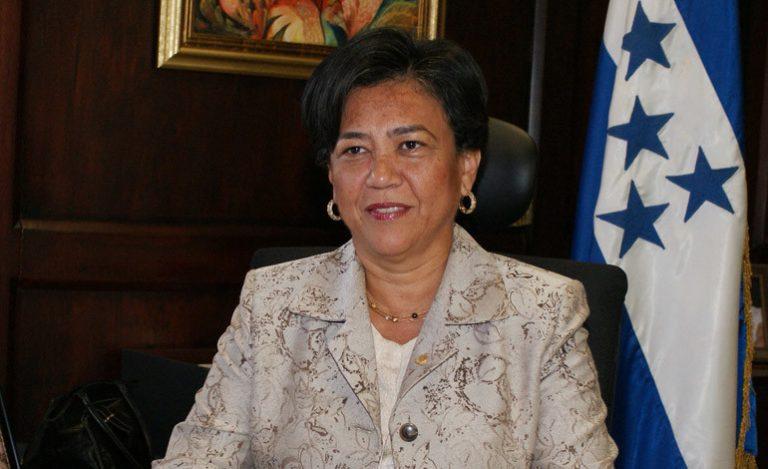 Martha Doblado coincide con empresarios en crear de junta interventora para Invest-H