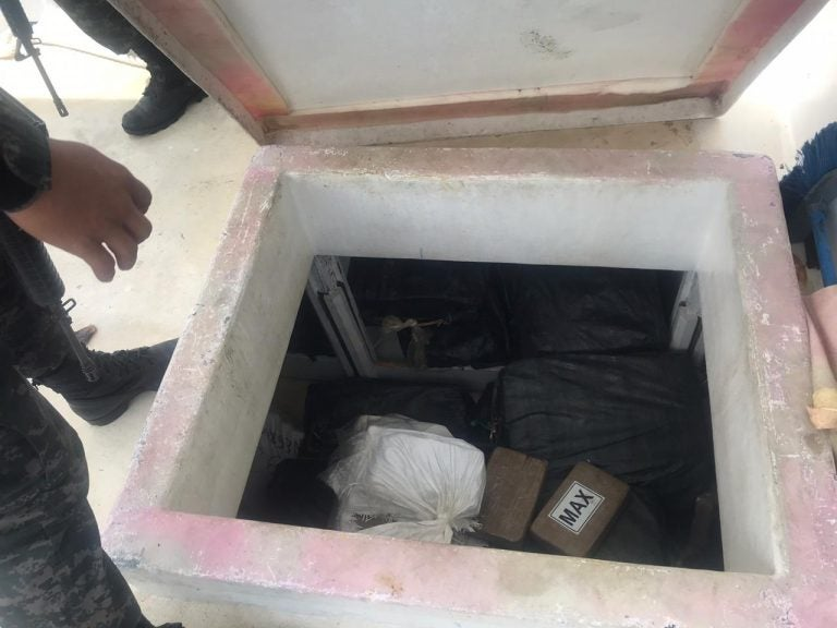 900 kilos de droga y tres capturados en embarcación llegan a Tegucigalpa