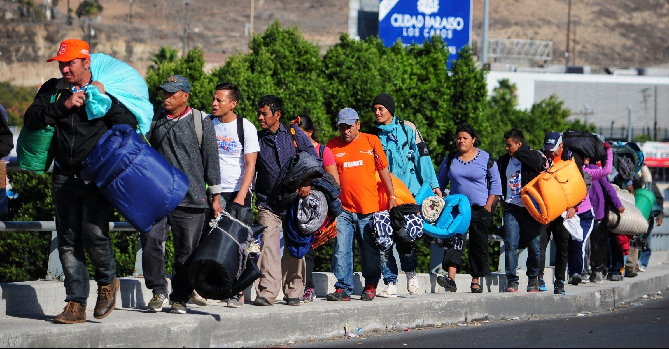 Juez de EEUU bloquea regla de «tercer país seguro» para quienes piden asilo