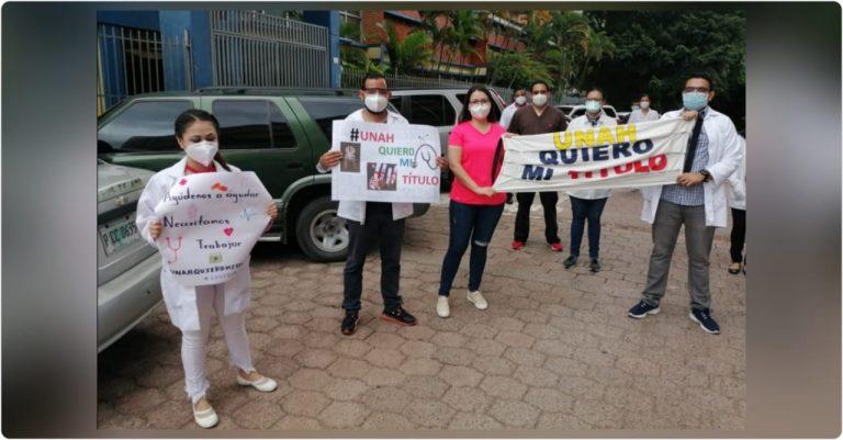 UNAH: más de 60 médicos egresados reciben carta para poder trabajar