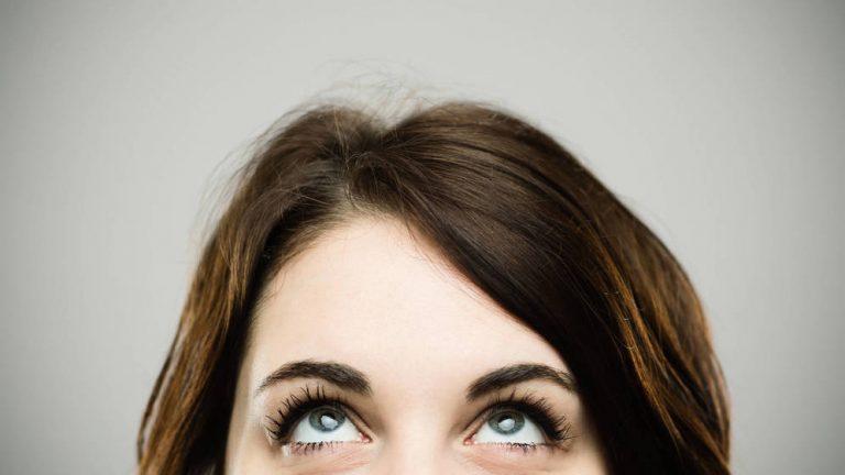 A qué se debe el movimiento sincronizado de nuestros ojos