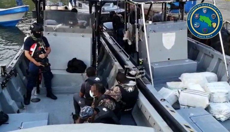 Capturan a hondureño y tres colombianos con 3,3 toneladas de cocaína
