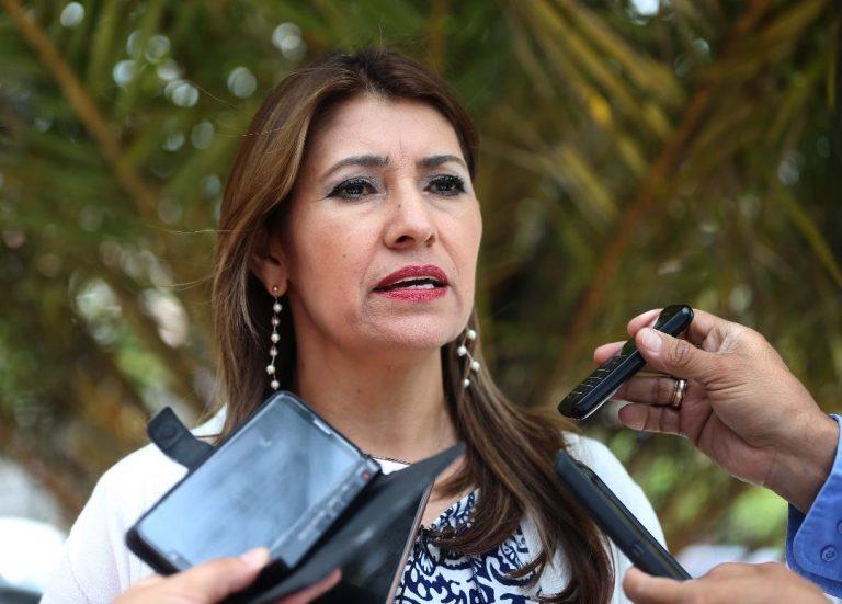 """Alba Flores, secretaria de Salud, declara hoy sobre caso """"Hospitales Móviles"""""""