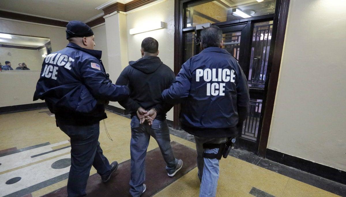EEUU: ICE ordena salir del país a estudiantes sin clases presenciales