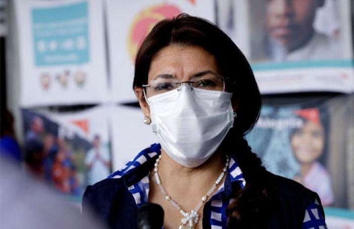 """Ministra de Salud contesta a retos: No fui elegida """"para atender pacientes"""""""