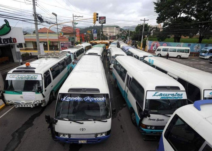 Por cobro de extorsión retroactivo, transporte analiza no salir: unidades están listas
