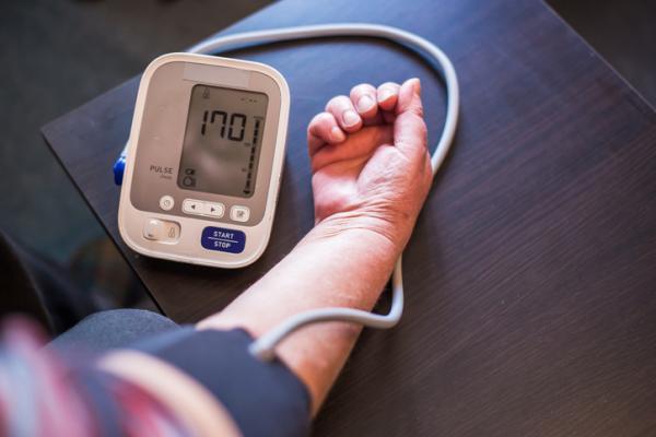 cómo tomar presión arterial