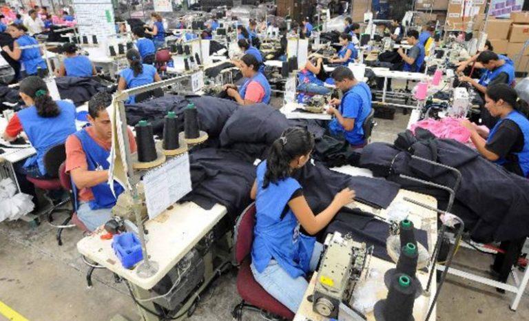 Entre suspensión y despidos: medio millón de desempleados en maquilas