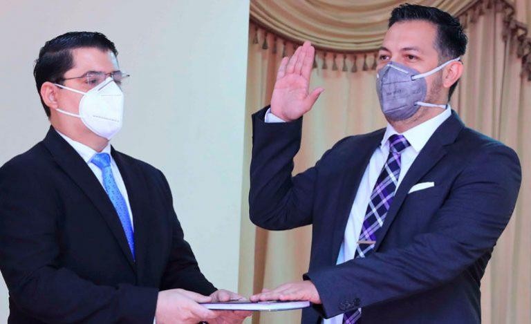 Tras salida de Guzmán, juramentan a nuevo jefe interventor de la ENEE