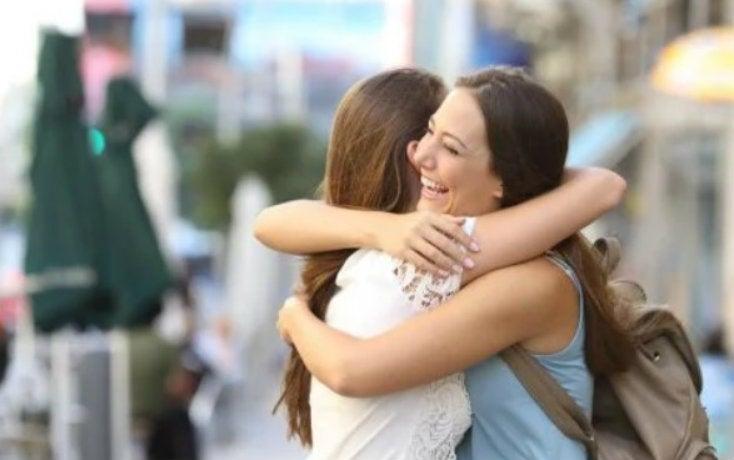 CURIOSAS – El efecto terapéutico que produce el abrazo