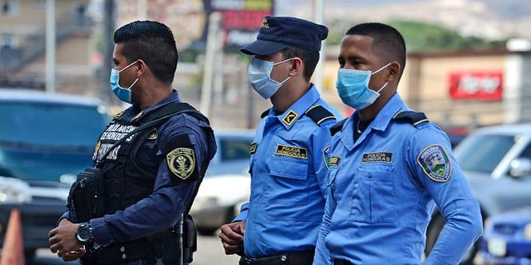 Policía Nacional niega que hará deducciones a agentes para comprar insumos