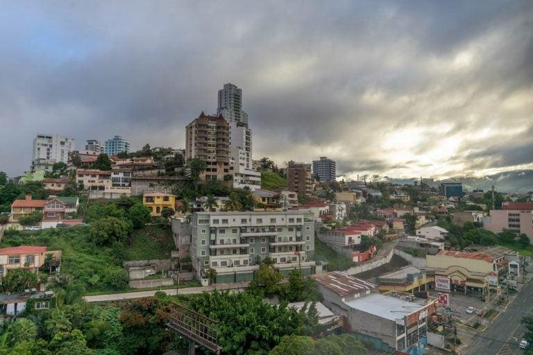 CLIMA DE ESTA TARDE: lluvias y chubascos en varias regiones de Honduras